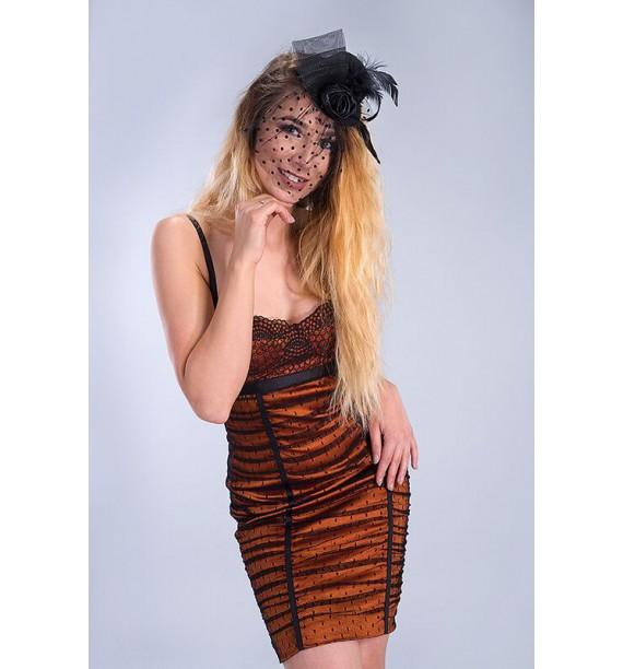 Sukienka krótka czarna koronka na pomarańczowym tle